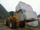 27 ton wheel loader working in the quarry