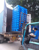 Plastic pallet loading into container
