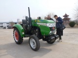 Russian customers visited our factory recently for tractor business!