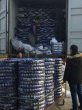 one piece by one piece tubeless tyre packing into container