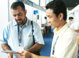 Friendly communication with India clients in the Canton Fair