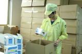 QA/QC inspecting E liquid outer box