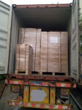40 HQ container being loaded