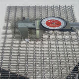 Measuring the SS304 stainless steel wire mesh hole size