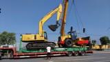 Loading Komatsu PC200-6 Excavator