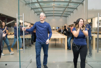 iPhone 7 and Apple Watch Series 2 Arrive in Stores