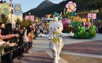 Hello Kitty Theme Park Opens in Zhejiang