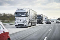 Daimler Autonomous Trucks Complete Cross Border Trip to Demonstrate Benefits of Platooning