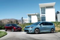FCA Says 2017 Chrysler Pacifica Gives Better Fuel Economy