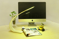 The Working Desk Lamp Can Be Distorted as You Like