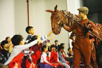 War Horse Reaches out to Audience with Backstage Fun