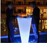 Smart & Green's Cordless Tall Glowing LED Table Will Light up Your Drinks