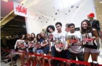 H&M Fans Lined up for Several Hours Outside The Thailand Flagship Store at Siam Paragon