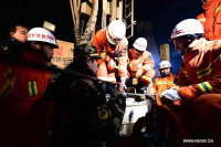 8 Trapped Miners in Good Condition 6 Days After Collapse