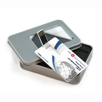 En forma de tarjeta de memoria USB de disco Flash USB.