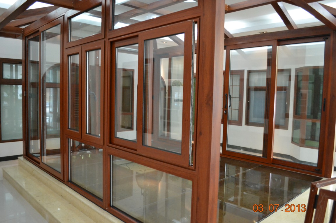 Showroom 4 foshan wanjia window and door co ltd for Glass windows and doors
